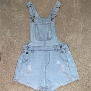 H&M light wash overall shorts
